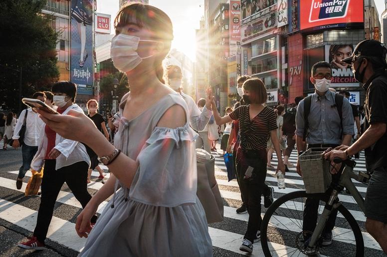 """แพทย์ใหญ่ญี่ปุ่นชี้ฉีดวัคซีน 70% ก็ยากต้าน """"เดลตา"""" ติดเชื้อพุ่งวันละ 1หมื่นราย"""