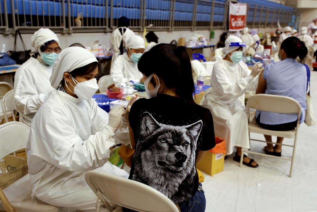 ไทยฉีดวัคซีนโควิด-19 แล้ว 17.6 ล้านโดส เข็มแรก 20.9%  ของประชากร จังหวัดภูเก็ตมากสุด 75.3%