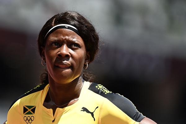 """ช็อก!! ลมกรด """"จาไมกา"""" ผ่อนฝีเท้าจ็อกเข้าเส้นชัย ร่วงคัดเลือก 200 เมตรหญิง"""