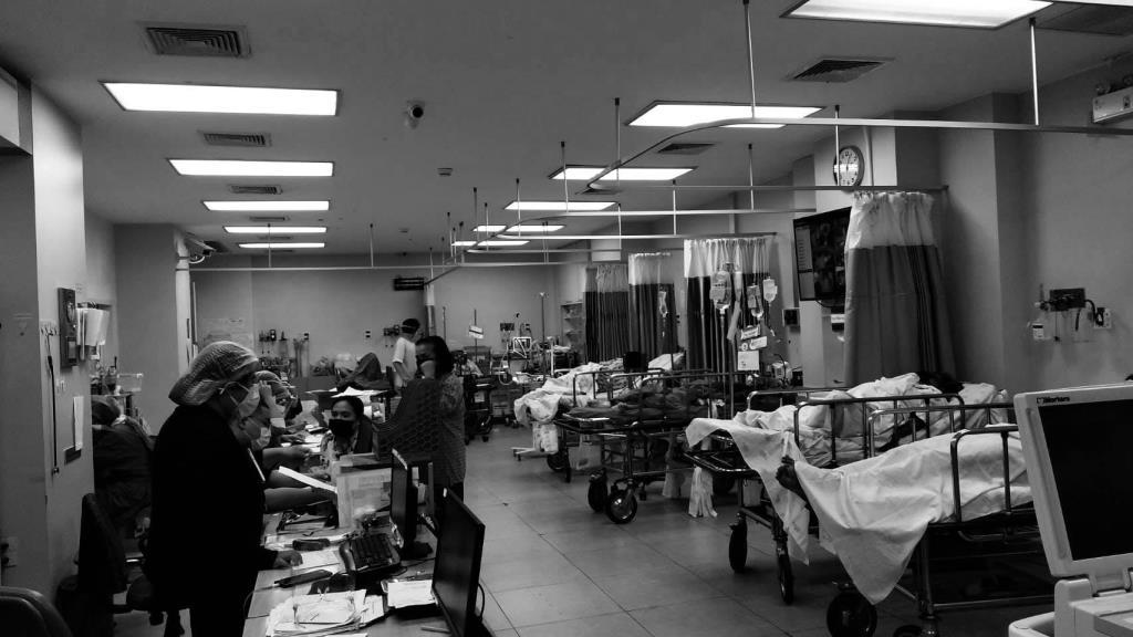 สุดเห็นใจ! พยาบาลห้องฉุกเฉินโอด คนไม่พอดูแลผู้ป่วยฉุกเฉิน หลังต้องแบ่งคนดูอาการผู้ป่วยโควิด