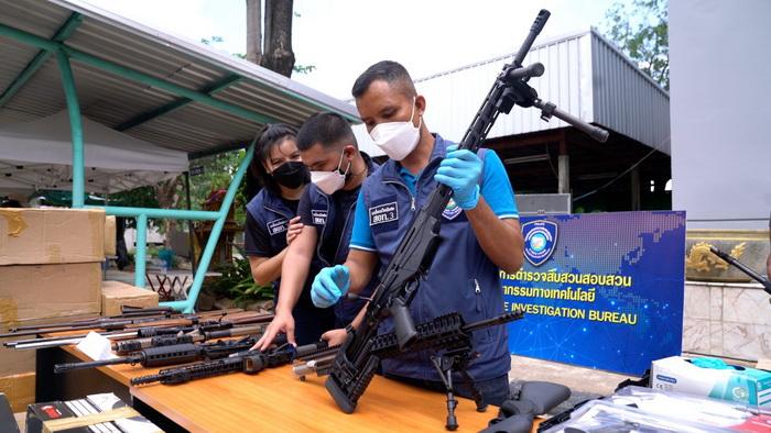 ยึดปืน 2,000 กระบอก! บุกทลายโกดังเก็บปืนเถื่อนในขอนแก่น ขายออนไลน์ทั่วไทยและฝั่งเพื่อนบ้าน
