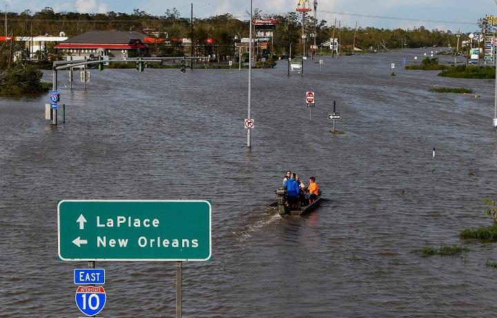 ยอดตายน้ำท่วมฉับพลัน4รัฐอเมริกาพุ่ง44ราย เฮอร์ริเคนไอดาพาห่าฝนถล่มหนัก