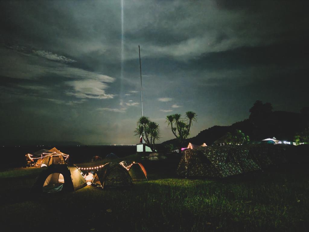 นอนชมดาวยามค่ำคืน (ภาพจาก อช.ภูผาม่าน)