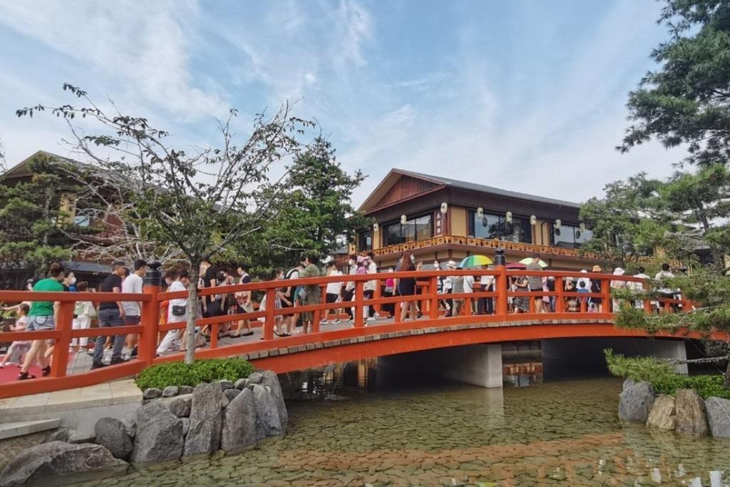 ไม่ปลื้มสไตล์ญี่ปุ่น จีนสั่งปิดที่เที่ยวเมืองจำลองหลังเปิดได้อาทิตย์เดียว เหตุถูกวิจารณ์หนัก