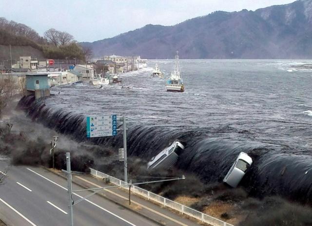 คลื่นยักษ์สึนามิ ที่ญี่ปุ่น เมื่อปี 2011