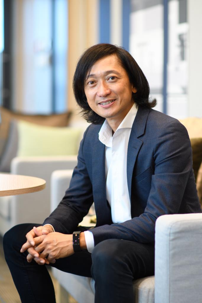 ฮิโรนาริ โทมิโอกะ (Hironari Tomioka) ประธานกรรมการและประธานกรรมการบริหาร บริษัท เอ็นทีที เดต้า (ประเทศไทย) จำกัด