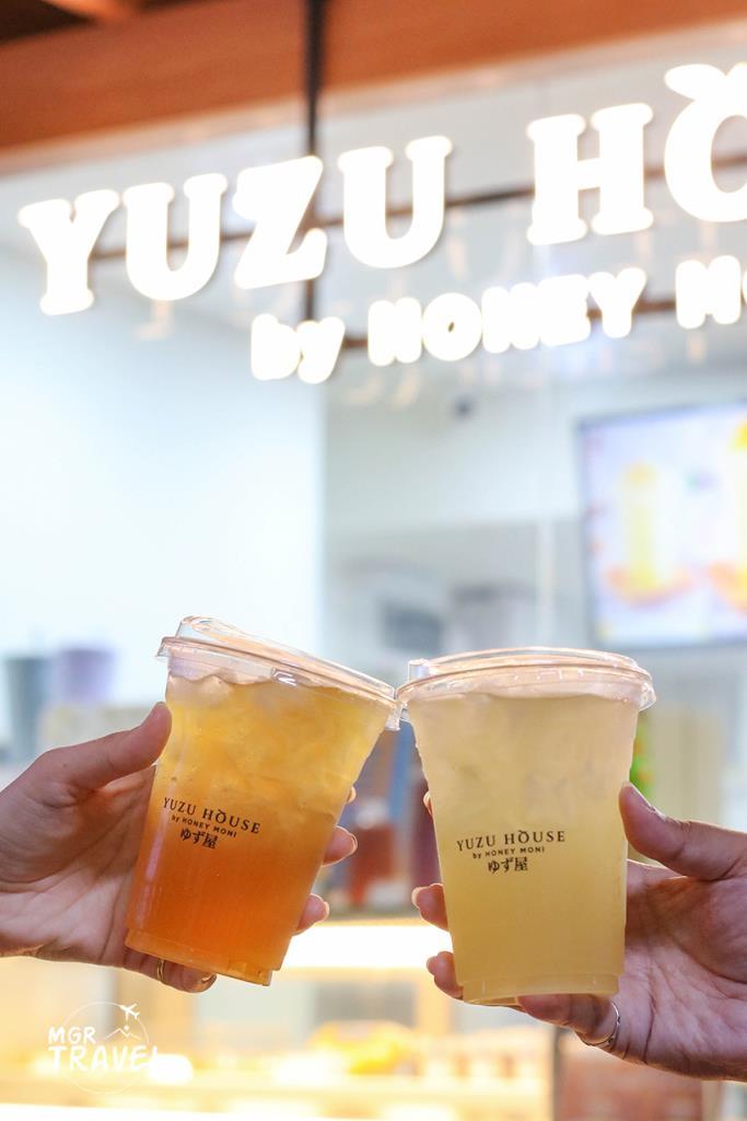 White Peach Yuzu Tea (ซ้าย) Honey Yuzu Soda (ขวา)
