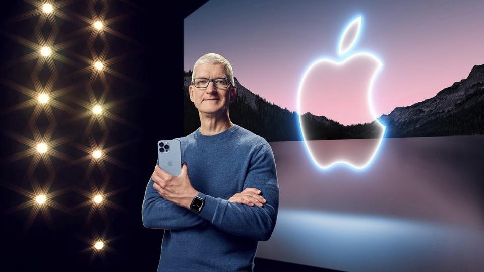 iPhone 13 แจ้งเกิดหลังจาก Tim Cook ฉลองครบ 10 ปีที่รับตำแหน่งประธานเจ้าหน้าที่บริหารและพา Apple เป็นบริษัทเทคโนโลยีรายใหญ่ที่สุดในโลกด้วยมูลค่าตลาดที่เติบโตขึ้นประมาณ 600% แก้ไขคำบรรยายภาพ