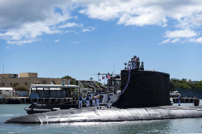 (ภาพที่เผยแพร่โดยกองทัพเรือสหรัฐฯ) ยูเอสเอส อิลลินอยส์ เรือดำน้ำโจมตีเร็วชั้นเวอร์จิเนีย ขณะกลับมายังฐานทัพร่วมเพิร์ลฮาร์เบอร์-ฮิคแคม รัฐฮาวาย สหรัฐฯ ในวันที่ 13 ก.ย. ที่ผ่านมา ภายหลังจากปฏิบัติภารกิจในเขตพื้นที่รับผิดชอบของกองเรือที่ 7