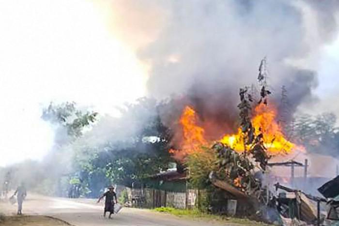 ทหารพม่ายิงตอบโต้ฝ่ายต่อต้านดับอย่างน้อย 2 คน หลังขบวนรถถูกโจมตีด้วยระเบิดชานนครย่างกุ้ง