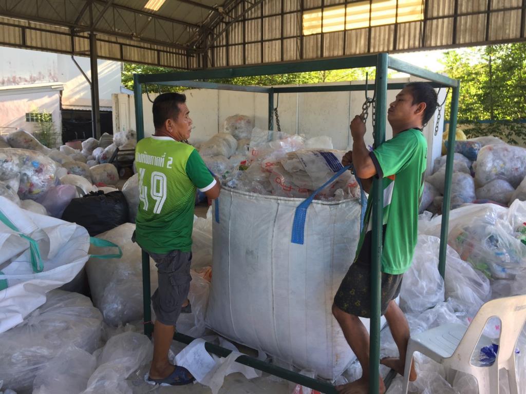 """รัฐผนึกเอกชนขับเคลื่อน """"Rayong Less-Waste""""ขยายโมเดลจัดการพลาสติกใช้แล้วสู่68เทศบาล"""