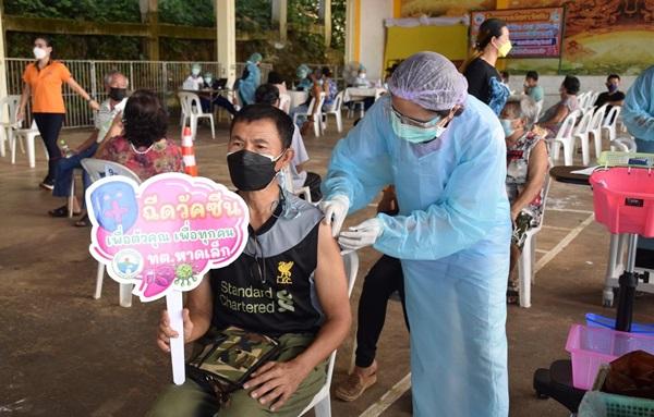 ตราดยังฉีดวัคซีนโควิด-19 ให้ประชาชนไม่ถึง 70 %หวั่นกระทบโครงการ Koh Chang Together