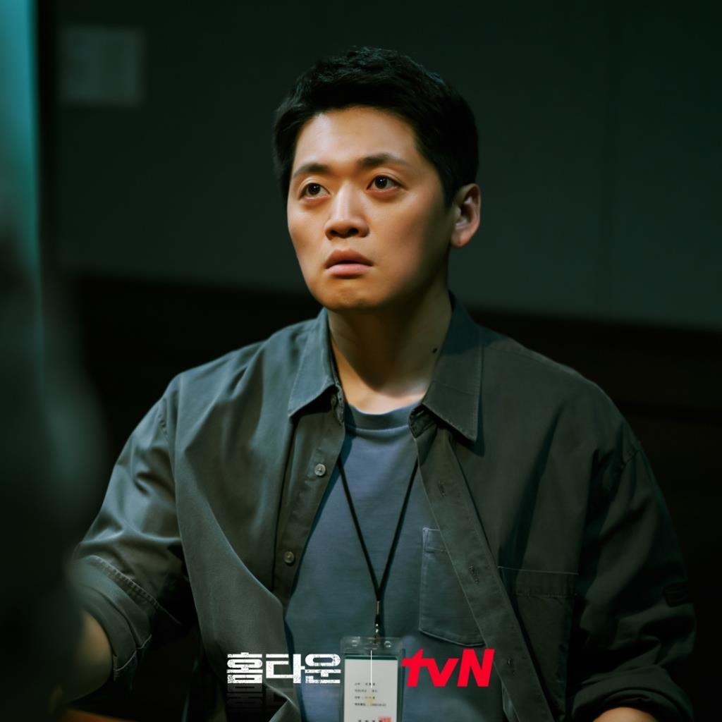 โจบกแร รับบทเป็น สายสืบอีชีจอง คู่หู ชเวฮยองอิน
