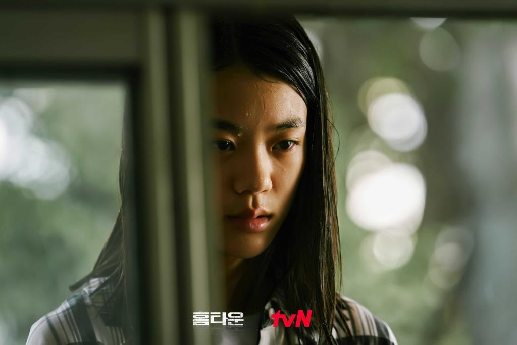 คิมจีอัน รับบทเป็น อีคยองจิน เพื่อนนักเรียนของแจยอง เด็กสาวที่หายตัวไปอย่างลึกลับจากที่เกิดเหตุ ก่อนจะพบเป็นศพในที่สุด