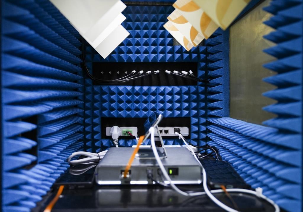 การทดสอบสมาร์ทโฟนที่ OPPO Communication Lab