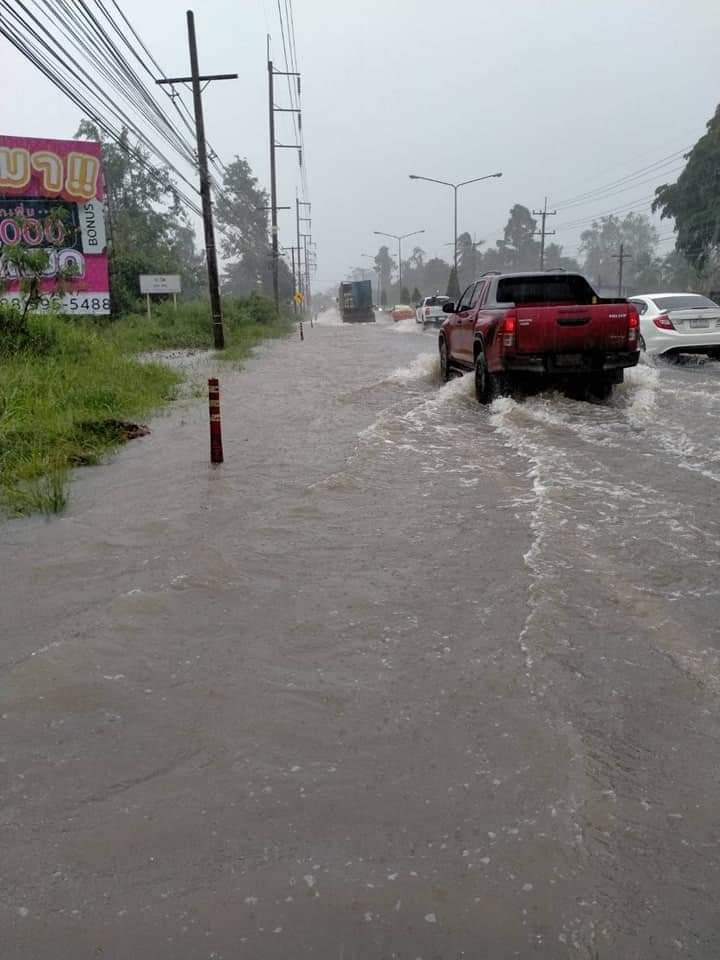 ฝนถล่ม! ถนน 32 สายใน 18 จังหวัดจมน้ำ ทล.ระดมเจ้าหน้าที่ ช่วยเหลือประชาชน