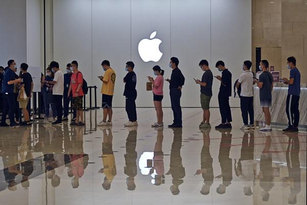 ผู้บริโภคทั่วโลกอาจเจอปัญหาสมาร์ทโฟนและสินค้าอื่นๆ ขาดแคลนก่อนช่วงคริสต์มาสจากวิกฤตพลังงานในจีน