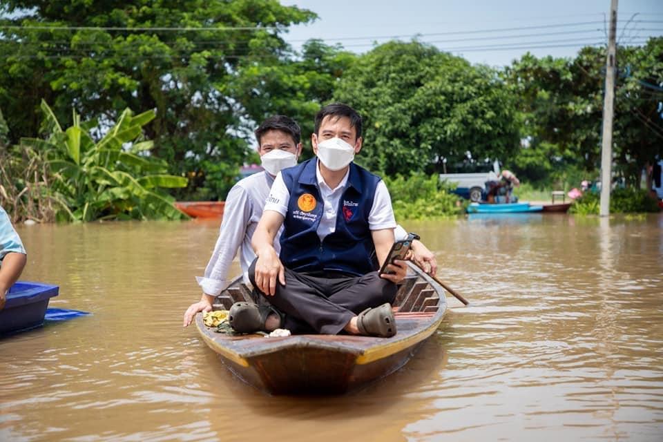 """""""ภราดร"""" เร่งลงพื้นที่ช่วยเหลือพี่น้องชาวอ่างทองผู้ประสบภัยน้ำท่วม ย้ำไม่ทิ้งใครไว้ข้างหลัง"""