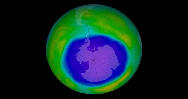 หลุมนี้เกิดขึ้นทุกปีในช่วงฤดูใบไม้ผลิของซีกโลกใต้ระหว่างเดือนสิงหาคมถึงตุลาคม ในเดือนธันวาคม ระดับโอโซนกลับสู่ภาวะปกติ เนื่องจากอุณหภูมิในสตราโตสเฟียร์เริ่มสูงขึ้นและกระแสน้ำวนขั้วโลกอ่อนลง