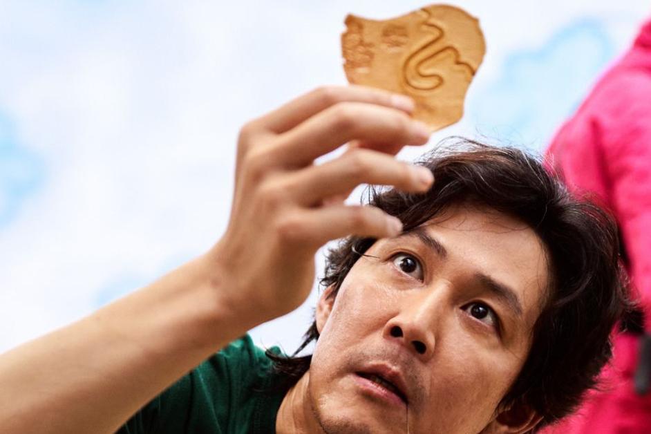 """""""ทัลโกนา"""" น้ำตาลแผ่นเกาหลี ขนมสุดฮิตจาก Squid Game"""