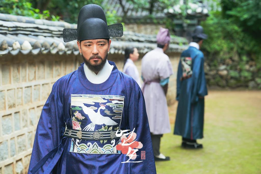 แบซูบิน รับบทเป็น ผู้ตรวจการจองซอกโจ แห่งสำนักตรวจการ บิดาของ จองจีอุน