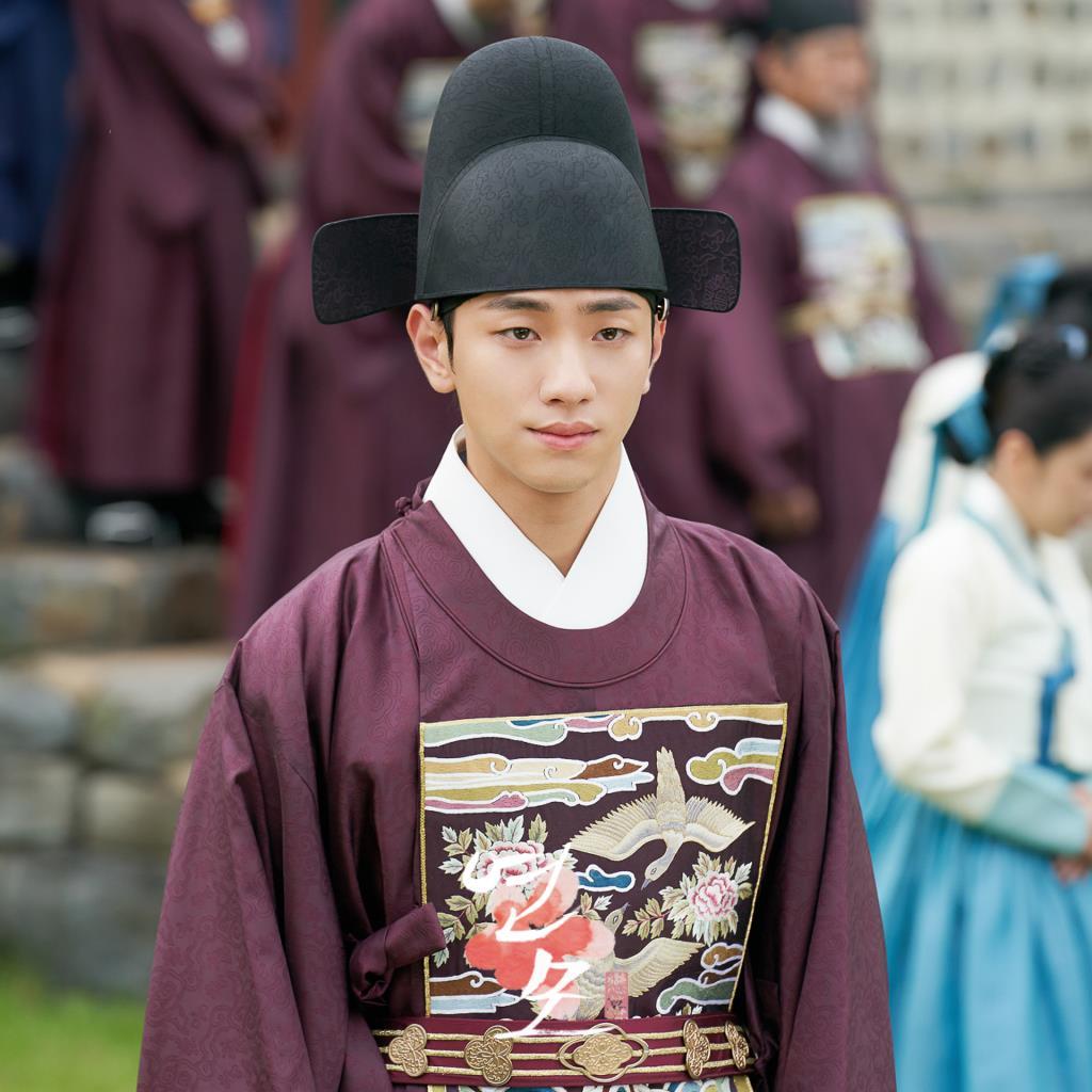 นัมยุนซู รับบทเป็น องค์ชายอีฮยอน