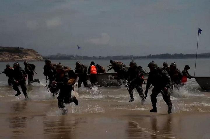 ข่มขวัญไทเป!กองทัพจีนแพร่คลิป ซ้อมยกพลขึ้นบกยึดชายหาดฝั่งตรงข้ามไต้หวัน(ชมคลิป)