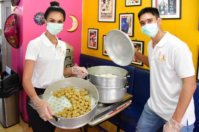 """""""ส่งต่อความสุขให้ชาวบ้านชุมชนคลองเตย """"ซูปราเนชันแนล ประเทศไทย"""" มอบชุดติ่มซำให้อิ่มท้อง"""