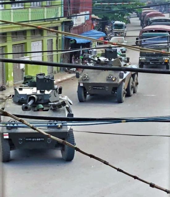 ขบวนรถทหารกว่า 40 คัน และรถหุ้มเกราะอีก 2 คัน ถูกเสริมเข้าไปยังเมืองกะเล ภาคสะกาย ตั้งแต่วันที่ 8 ตุลาคม