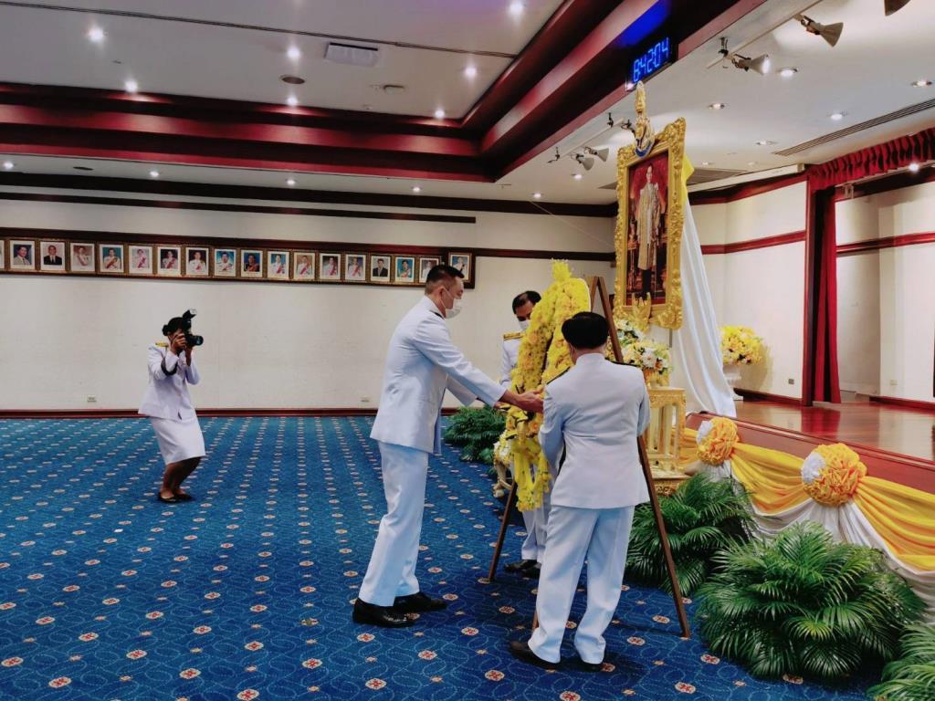 """""""ศักดิ์สยาม"""" นำผู้บริหารกระทรวงคมนาคม ร่วมกิจกรรมน้อมรำลึกในหลวง ร.๙"""