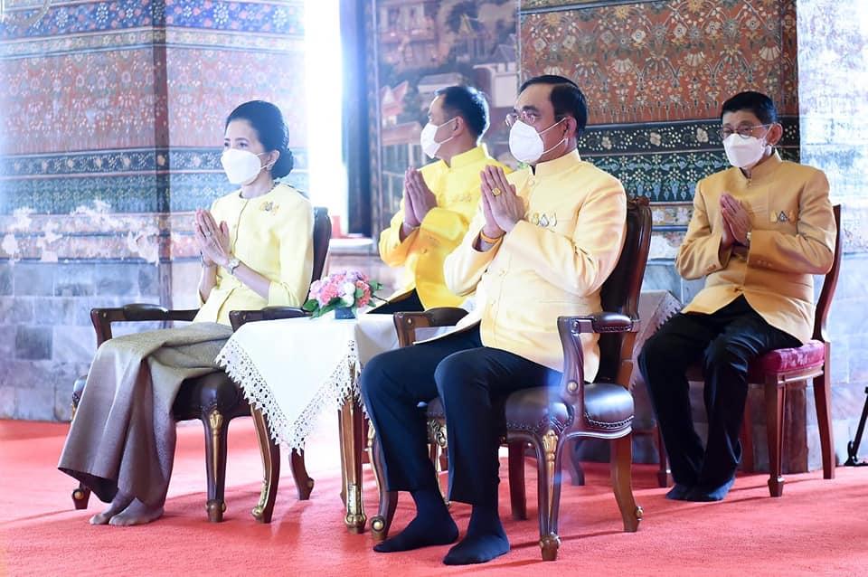 พลเอก ประยุทธ์ จันทร์โอชา นายกรัฐมนตรี และ รัฐมนตรีว่าการกระทรวงกลาโหม และภริยา เป็นประธานในพิธีบำเพ็ญกุศลถวายพระบาทสมเด็จพระบรมชนกาธิเบศร มหาภูมิพลอดุลยเดชมหาราช บรมนาถบพิตร เนื่องในวันคล้ายวันสวรรคตพระบาทสมเด็จพระบรมชนกาธิเบศร มหาภูมิพลอดุลยเดชมหาราช บรมนาถบพิตร