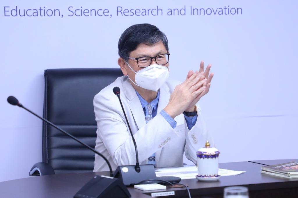 """""""เอนก"""" ปลื้มงานวิจัยของคนไทย ย้ำ แม้จะยาก แต่ต้องไปให้ถึงรางวัลโนเบล ให้ได้"""