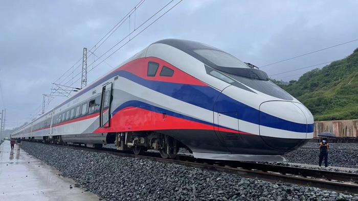 เริ่มแล้ว! 'รถไฟจีน-ลาว' วิ่งทดสอบประสิทธิภาพระบบรางทั้งหมด