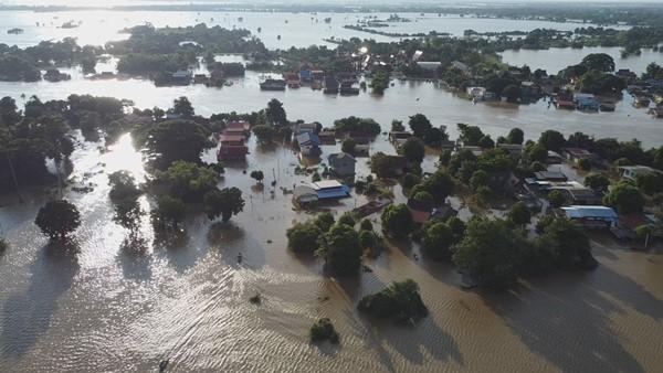 ชาวบางบาลสุดทน น้ำท่วมนานเกินเดือน แทบมิดหลังคาบ้าน ยืนยันมากกว่าปี 54