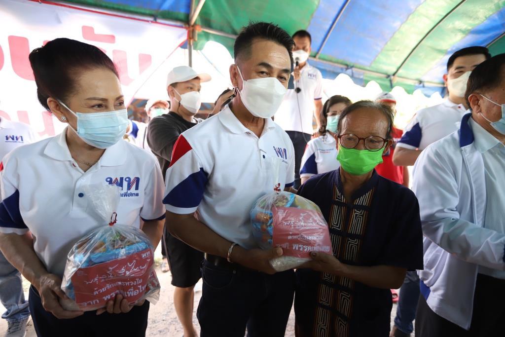 """""""สมพงษ์"""" ขนขุนพลเพื่อไทยให้กำลังใจชาวขอนแก่น หลังถูกน้ำท่วมนับเดือน"""