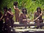 """เผยภาพชาวเผ่าพื้นเมือง """"มาชโก-ปีโร"""" ในป่าลึกของเปรู"""