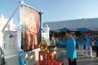 ชาวชลบุรีร่วมทำบุญตักบาตรถวายเป็นพระราชกุศลวันแม่