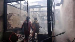 ไฟไหม้บ้านเช่ากลางเมืองหาดใหญ่ เด็กหญิงสองพี่น้องหวิดดับ (ชมคลิป)