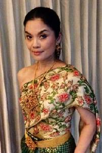 """""""ดร.นฎาประไพ สุจริตกุล"""" ใส่ชุดไทยโบราณของคุณแม่ถ่ายเถาได้พอดีเป๊ะ"""