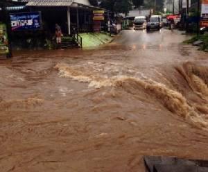 สองอำเภอตราดถูกน้ำท่วมหนัก ถนนจม 30-50 ซม.