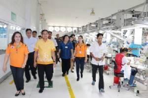 ผู้ว่าฯ พิจิตร สั่ง จนท.เร่งพัฒนาฝีมือแรงงานไทยรับเปิดเออีซี