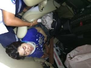 ทหารหญิงลูกประดู่ซิ่งเก๋งยางระเบิดเสยเสาไฟฟ้าล้ม 8 ต้น สาหัส