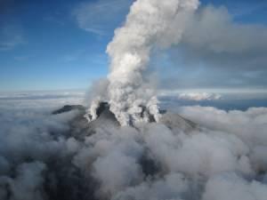 """In Pics: ผู้เชี่ยวชาญชี้ """"ภูเขาไฟออนทาเกะ"""" ปะทุแบบ """"ไร้สัญญาณเตือน-ไม่มีทางป้องกันทัน"""""""
