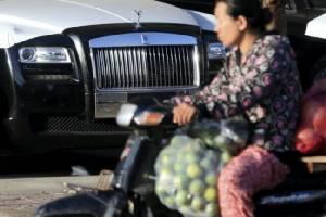 เศรษฐกิจเฟื่องฟูชาวเขมรจับจ่ายมากขึ้น แต่การพัฒนายังกระจุกอยู่แค่ชุมชนเมือง