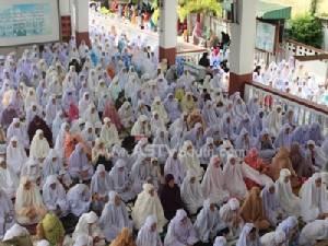 """ชาวมุสลิมยะลาร่วมละหมาดในวัน """"อีฎิ้ลอัฎฮา"""" ประจำฮิจเราะห์ศักราช 1435"""