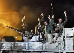 """ทหารเคิร์ด """"เปชเมอร์กา"""" จากอิรักข้ามพรมแดนตุรกีเข้า """"โคบานี"""" ช่วยถล่ม """"ไอเอส"""" แล้ว"""