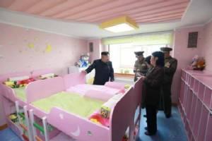 """สุดฮา! """"คิมจองอึน""""ผู้นำเกาหลีเหนือเจอโดราเอมอนขโมยซีน"""