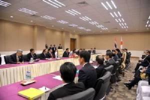 """""""บิ๊กตู่"""" ถก ปธน.เกาหลี - นายกฯ ญี่ปุ่นชวนเยือนยุ่น ยันสนใจลงทุนระบบราง"""