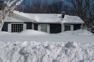 ทางการเตือนอาจมีน้ำท่วมในหลายเมืองของรัฐนิวยอร์กที่โดนหิมะถล่ม
