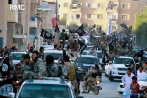 """นักเคลื่อนไหวเคิร์ดระบุ กลุ่มหัวรุนแรง IS เปิดฉากโจมตีเมืองชายแดนซีเรีย """"จากฝั่งตุรกี"""" เป็นหนแรก"""